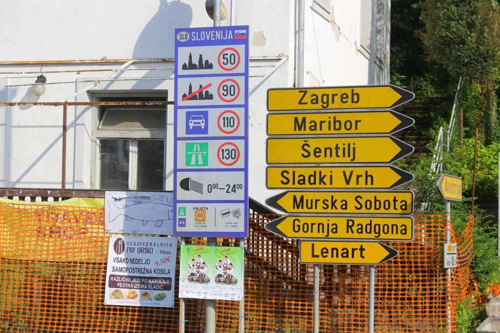 Při trase přes Mureck za hraničním mostem se jeví informace poněkud nepřehledné. Jeďte vpravo a do kopce.